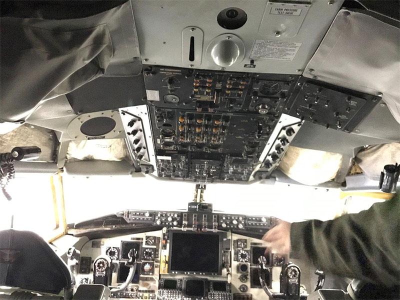 KC-135-cockpit